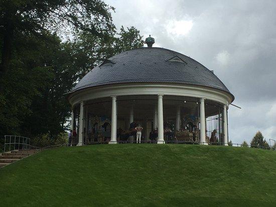 Das Karussel von Wilhelmsbad