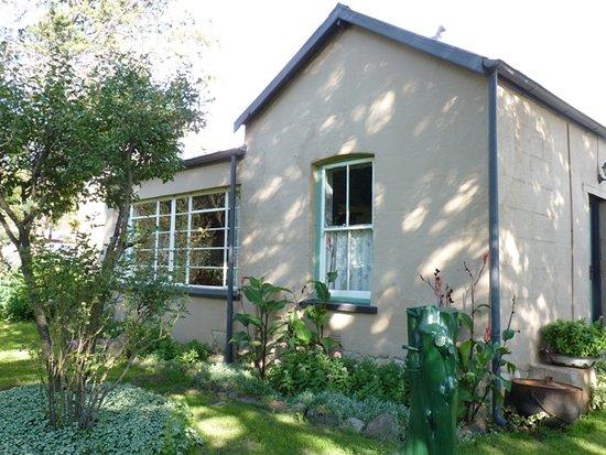 Rhodes, Sudáfrica: Bokhaus from front garden