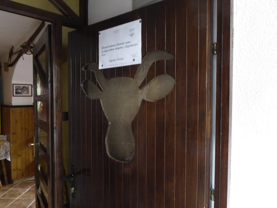 Bohinjsko Jezero, Slovenië: Fun moose motif on the door