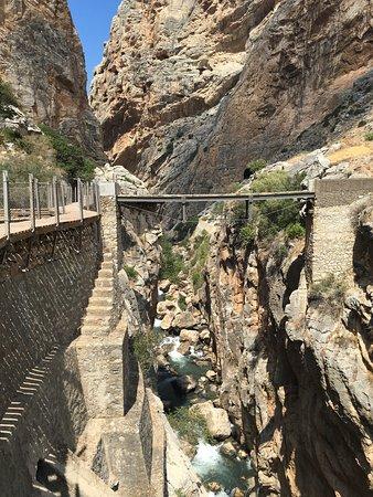 El Chorro, Spania: Espectacular, el recorrido es de dificultad baja, recomendable para todo el mundo. Ojo a las per