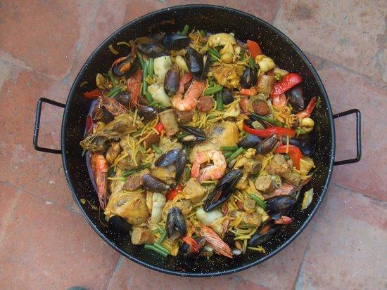 La Paella de la Mer : Une Fideuà (Paella aux Pâtes) mixte