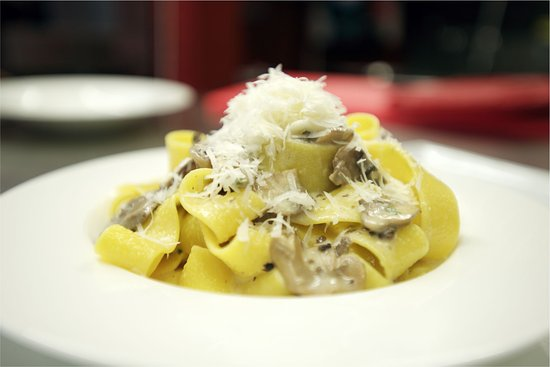 Newmarket, Canadá: Pappardelle pasta with mushrooms and truffle sauce