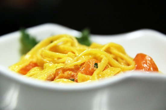 Newmarket, Canadá: Casarecce pasta with creamy smoked salmon