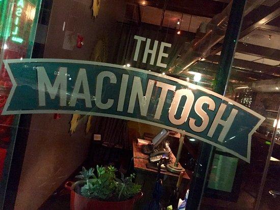 The Macintosh: photo8.jpg