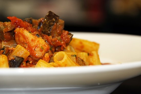 Newmarket, Canadá: Rigatoni with swordfish and organic eggplat