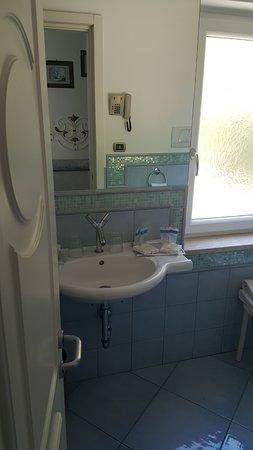 Hotel La Floridiana: Bathroom (Room 25)