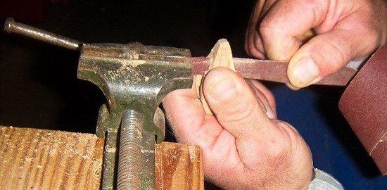 Saint-Sulpice-les-Feuilles, France: Création d'une navette en bois de tilleul