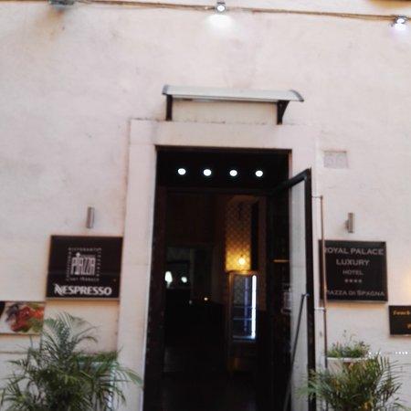 Royal Palace Luxury: ingresso hotel