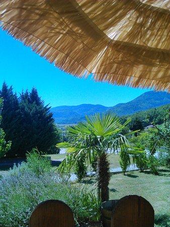 Puivert, فرنسا: belle vue de la terrasse du restaurant, un havre de paix