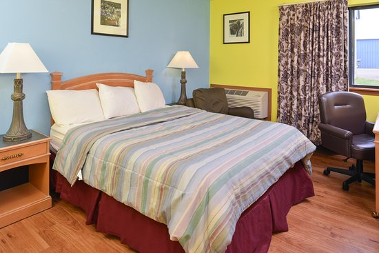 Park Falls, WI: One Queen Bed