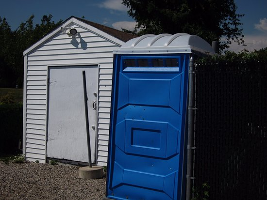 Sea View Snack Bar: The blue thing is the portable toilet they expect you to use; no hand-wash sink.