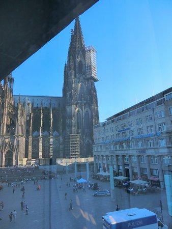 Ibis Koeln Am Dom: 面對教堂很棒