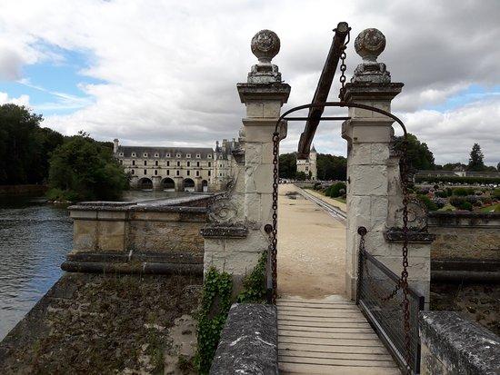 Château de Chenonceau : entrada lateral a los jardines.