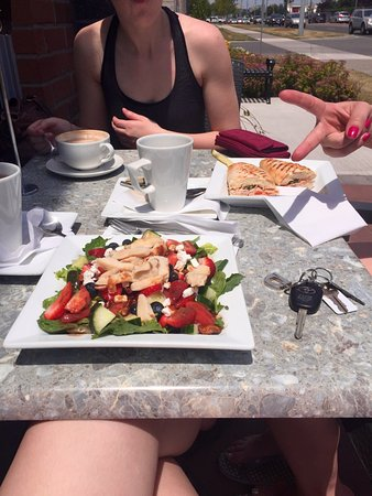 Ajax, Kanada: Berry Pecan Salad with Chicken