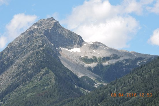 Pemberton, Canada: 山顶上尚有積雪