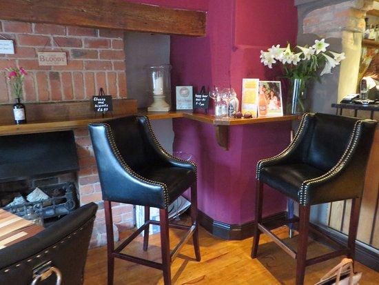 Ashby de la Zouch, UK: Comfy bar stools