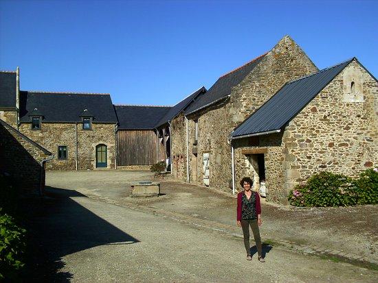 Pleurtuit, France: exterior con habitación al fondo