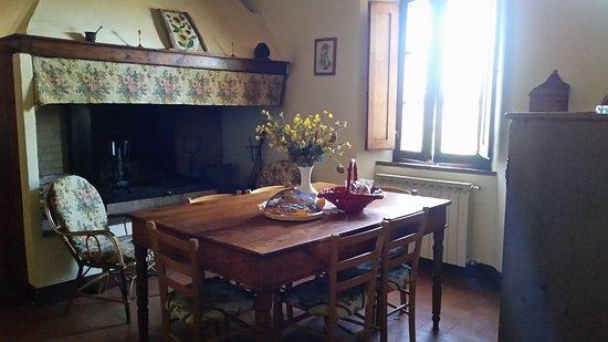 Agriturismo Torrenieri: La Cucina Soggiorno