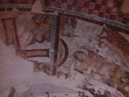 San Juan de la Pena, España: pinturas con historia