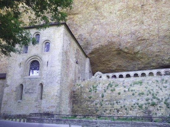 San Juan de la Pena, España: exterior del monasterio