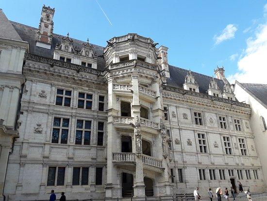 Blois, France : escalera.