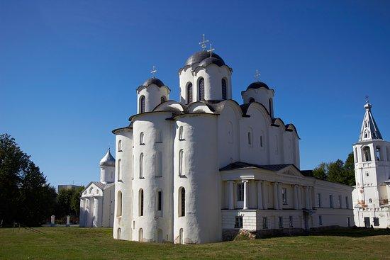 Yaroslav Courtyard (Dvorishche): Николо-Дворищенский собор, центральный храм Дворища