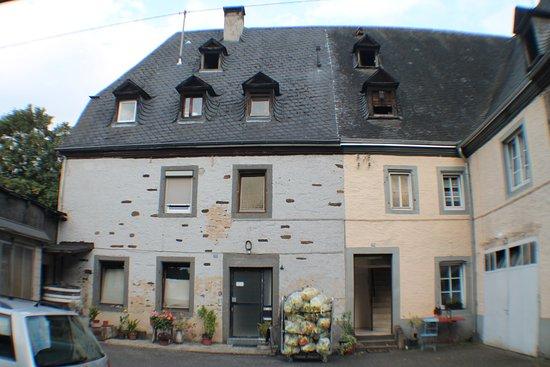 Kobern-Gondorf, Tyskland: il cortile e la costruzione