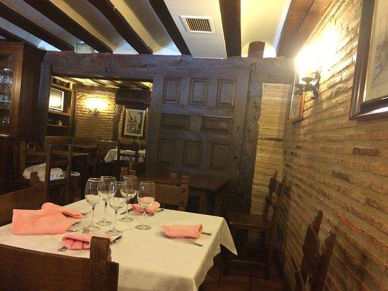 Comedor clásico y agradable de la Taberna EL TULIPAN DE ORO ...