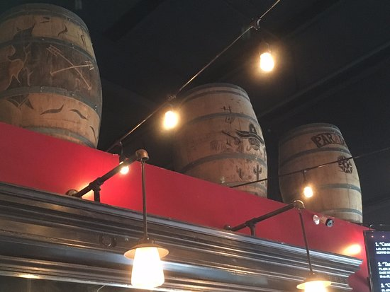 Divide, Κολοράντο: Barrels above the bar.
