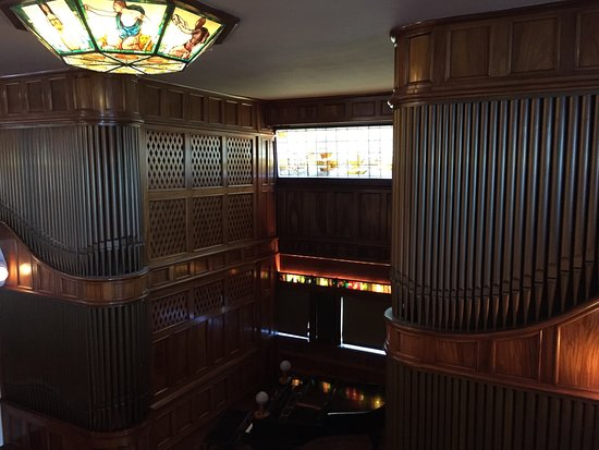 Eastsound, WA: Indoor and outdoor pools. Pipe organ gallery. Beautiful beachfront. Good harbor.