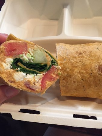 Avon Lake, OH: Hummus wrap