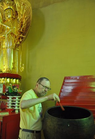 South Cairo, Estado de Nueva York: This was big ceramic bowl and rubbing around the rim made great sounds
