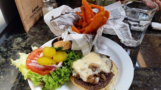 Lethbridge, Kanada: Mushroom swiss burger