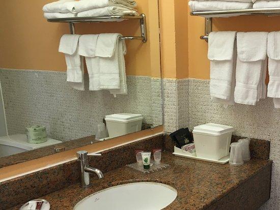Tahoe Resort: Bathroom sink was updated with plenty of towels.