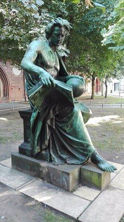 """Denkmal """"Die Allegorie der Wissenschaft"""""""