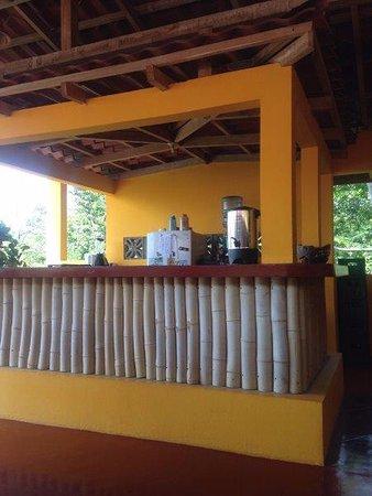 Buena Onda Backpackers: Kitchen/Bar