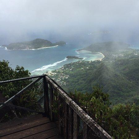 Victoria, Seychellerna: Leider etwas schlechte Sicht gehabt aufgrund des Wetters, dennoch schöne Aussicht.