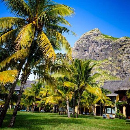 Beachcomber Dinarobin Hotel Golf & Spa: Bungalows adossés au Morne
