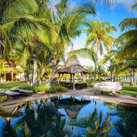 Beachcomber Dinarobin Hotel Golf & Spa: Piscine d'un croissant