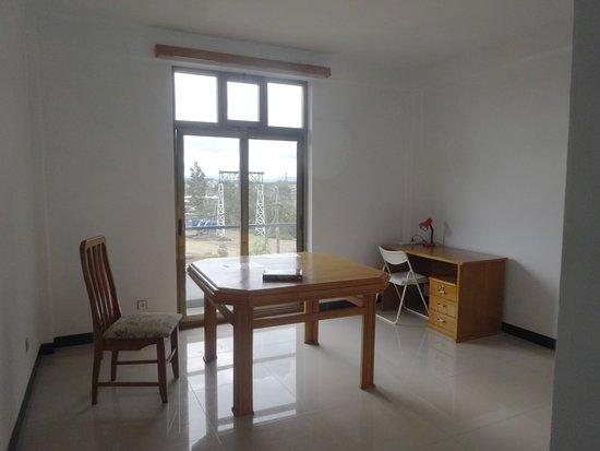 Mek'ele, Etiyopya: Living room in suite
