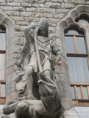 Casa Botines: San Jorge y el dragón.