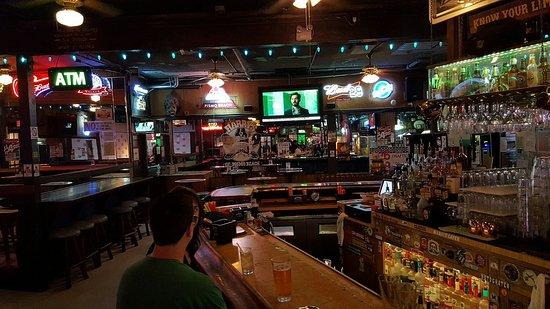 Harry's Night Club & Beach Bar: 20160825_002625_large.jpg