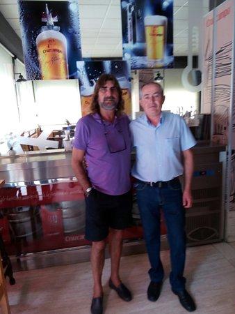 Alcaudete, Espanha: Juan José ex jugador del Real Madrid visita nuestro restaurante.