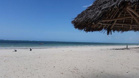 La spiaggia davanti Villa Dida