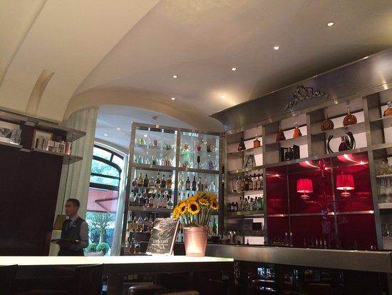 l 39 int rieur du bar long picture of le bar long paris tripadvisor. Black Bedroom Furniture Sets. Home Design Ideas