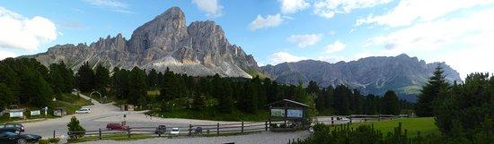 San Martino In Badia, Italia: il Sass de Putia visto dalla terrazza del Utia De Borz
