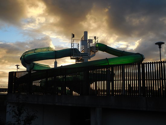 Боргарнес, Исландия: The water slide at the Borgarnes public pool complex