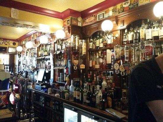 Lowry's Bar: 20160826_182949_large.jpg