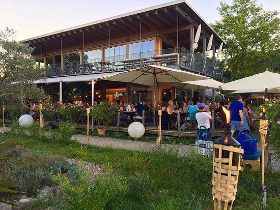Nidau, سويسرا: Chouette endroit en couple ou en famille. Beau cadre typique de bord de lac. Grande terrasse pou