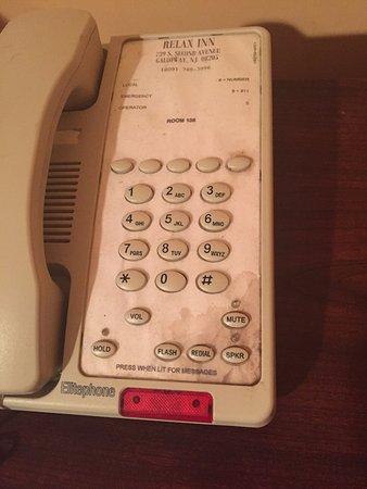 Relax Inn: dirty phone